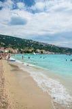 海滩在巴斯卡,海岛Krk在克罗地亚 免版税库存图片
