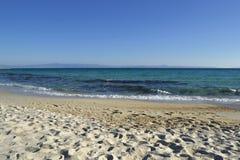 海滨在10月 沙子海滩 Kassandra Halkidiki希腊 库存图片