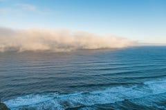 海滩在Heceta头灯塔状态风景区,俄勒冈,美国的某一风景看法 库存图片
