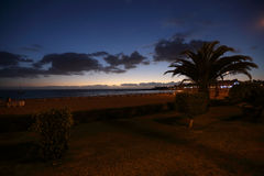 海滩在Los Cristianos的晚上 库存照片