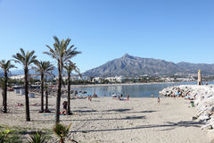 海滩在Puerto Banus,西班牙 图库摄影