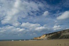 海滩场面在Nazare葡萄牙 免版税库存图片