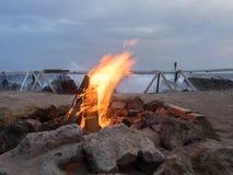 海滩坑火 免版税库存照片