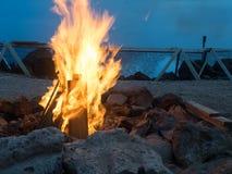 海滩坑火 免版税库存图片