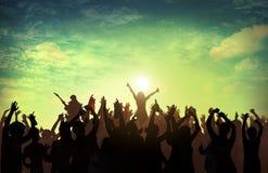 海滩夏天户外音乐音乐会消遣追求概念 免版税库存照片