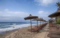 海滩太阳海岸在南安大路西亚,马尔韦利亚 库存照片