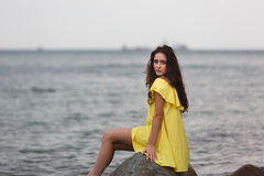 海滩女孩年轻人 库存照片