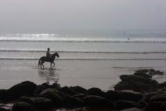 海滩孤立车手 库存照片