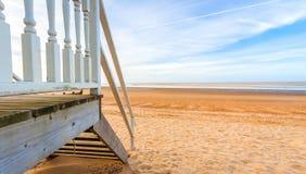 海滩小屋天际 库存照片