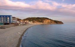 海滩小径码头海运 Olginka村庄 黑海 库存图片