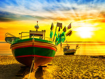 海滩小船钓鱼 免版税库存照片