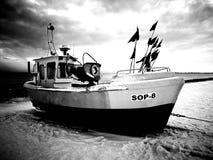 海滩小船danang捕鱼nam viet 在黑白的艺术性的神色 库存图片