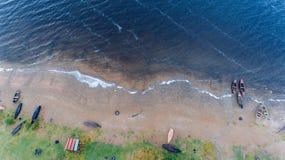 海滩小船danang捕鱼nam viet 美丽的水在一个早晨好 鸟瞰图 顶视图 库存图片