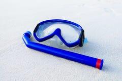 海滩屏蔽沙子白色 免版税库存图片