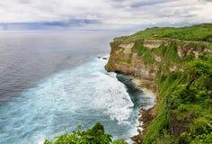 海滩峭壁, Uluwatu,巴厘岛 库存图片