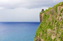 海滩峭壁, Uluwatu,巴厘岛 免版税库存图片