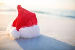 海滩帽子圣诞老人 库存图片