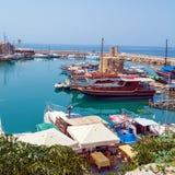 海滨广场和Kyrenia防御(第16 c.),北部塞浦路斯 ),北部塞浦路斯 免版税库存照片