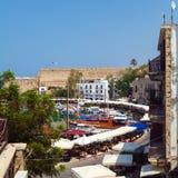 海滨广场和Kyrenia防御(第16 c.),北部塞浦路斯 ),北部塞浦路斯 免版税图库摄影