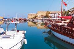 海滨广场和Kyrenia防御(第16 c.),北部塞浦路斯 ),塞浦路斯 免版税图库摄影