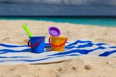 海滩开玩笑沙子玩具 免版税图库摄影