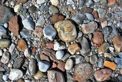 海滩当前石头 免版税库存照片