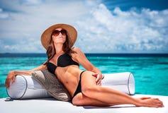 海滩性感的妇女 免版税库存图片