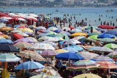海滩拥挤了 免版税库存照片