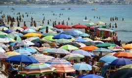 海滩拥挤了 免版税图库摄影