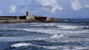 海滩挥动天空 免版税库存照片