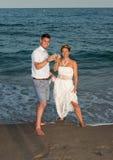 海滩新娘新郎热带婚礼 库存图片