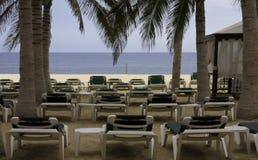海滩旁边海景在热带 免版税库存图片