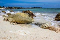 海洋旁边海滩 免版税库存照片