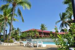 海滩旅馆手段游泳池 免版税库存照片
