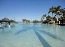 海滩旅馆手段游泳池 库存照片