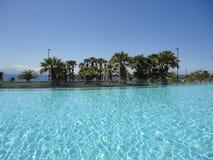 海滩旅馆手段游泳池 图库摄影