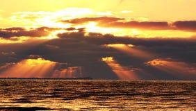海滩日出 免版税图库摄影