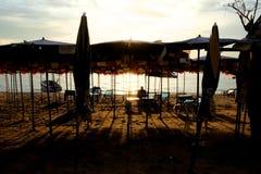 海滩日落在芭达亚泰国 库存照片