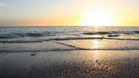 海滩日落墙纸 库存照片