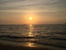 海滩日落放松 库存照片