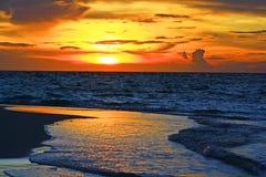 海滩日落马尔代夫 免版税库存照片
