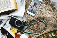 海滩暑假假期旅途探险概念 免版税库存图片