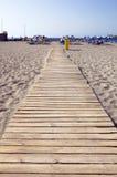 海滩木头走道 免版税库存照片