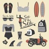 海滩样式 冲浪者女孩减速火箭的传染媒介集合 葡萄酒海浪元素 库存照片
