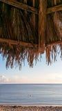 从海滩棚子的海景 库存照片
