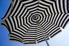 海滩概念节假日伞 免版税库存图片