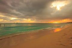 海滩檀香山waikiki 免版税库存照片