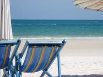 海滩海岸线展望期山夏天 库存图片