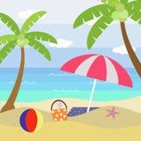 海滩海岸线展望期山夏天 免版税库存照片