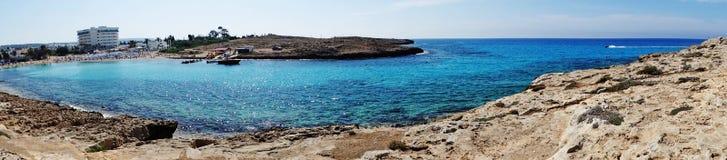 海滩海岸风景地中海islan的塞浦路斯全景  免版税库存图片